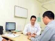 Sức khỏe đời sống - Nghiện smartphone, phải nhập viện chữa xương khớp