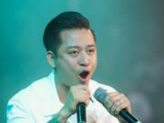Ca nhạc - MTV - Tuấn Hưng hát bằng 2 micro khiến khán giả khó hiểu