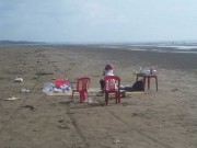 Tin tức trong ngày - Đi tắm biển cùng con, người mẹ trẻ mất tích bí ẩn