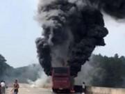 Thế giới - TQ: Xe buýt chở 60 người bốc cháy dữ dội, 35 người chết