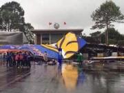Tin tức trong ngày - Bức tường sắt cao 30m đổ sập trong mưa