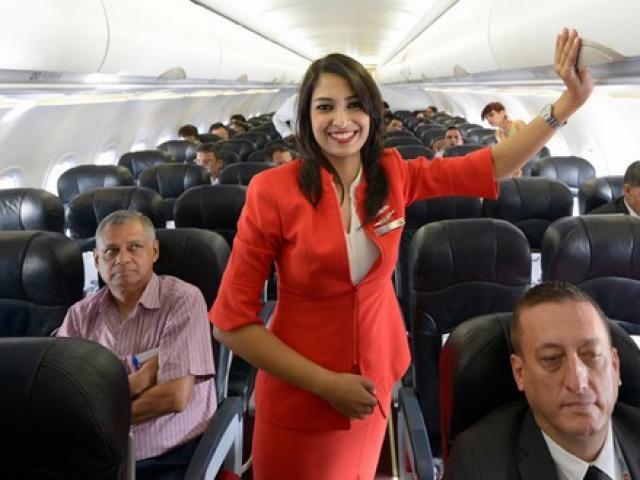 Video: Nữ tiếp viên hàng không TQ ăn vụng đồ thừa của khách - 1