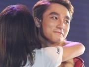 Ca nhạc - MTV - Sơn Tùng và Noo ngày càng bạo dạn ôm fan