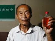 Phi thường - kỳ quặc - Cụ ông uống nước tiểu suốt 23 năm để chữa bệnh