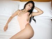 Thời trang - Người mẫu Hàn mặc áo tắm hở hông quá đỗi gợi cảm