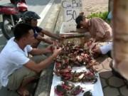 Thị trường - Tiêu dùng - Giật mình cua biển siêu rẻ bán tràn lan trên vỉa hè HN