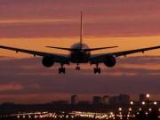 Tin tức trong ngày - HN ra văn bản hỏa tốc sau vụ chiếu laser vào máy bay