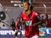 """Bóng đá - Ronaldinho kiến tạo không cần nhìn khiến fan """"lác mắt"""""""