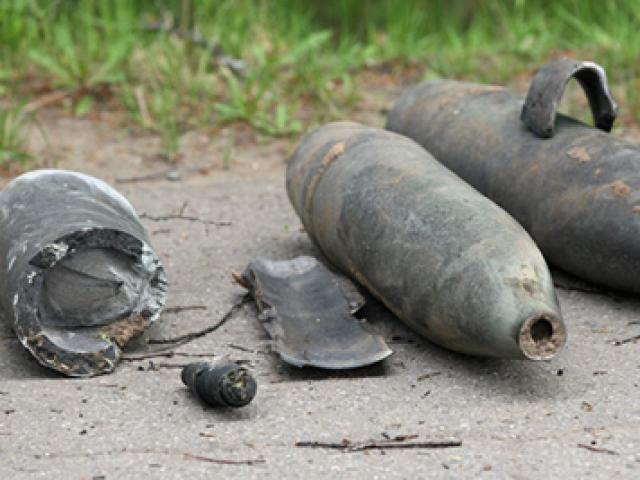 """Từ biểu hiện """"lạ"""" của tài xế taxi, phát hiện 120 thỏi thuốc nổ và 50 kíp nổ - 3"""