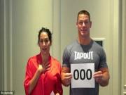 """Đô vật John Cena và vợ xinh đẹp diễn  """" cảnh nóng """"  tặng fan"""
