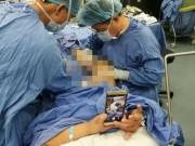 Phi thường - kỳ quặc - TQ: Bác sĩ mổ chân, bệnh nhân ung dung chơi điện thoại