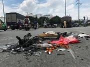 Tin tức trong ngày - Xe máy vỡ vụn, người đàn ông nguy kịch sát gầm xe ben