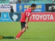 """Chí Công  """" triệt hạ """"  tuyển thủ U20 Việt Nam, VFF phạt nặng"""