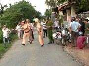 Tin tức trong ngày - Thanh niên đầu trần tấn công CSGT khi bị dừng xe