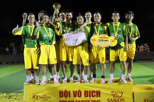 Khán giả Quảng Nam cuồng nhiệt với Cúp Bia Saigon - 2