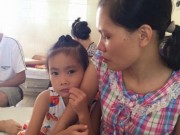 Sức khỏe đời sống - Người mẹ chết lặng khi bác sĩ thông báo hai con mắc ung thư