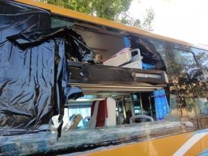 Tin tức trong ngày - Những đối tượng ném đá xe khách: Điên rồ, bốc đồng!