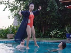 Phim - Video: Mỹ Duyên diện bikini đứng trên nước dạy kungfu