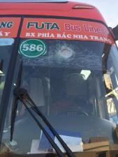 Tin tức Việt Nam - Ném đá xe khách: Trò tiêu khiển mông muội và man rợ