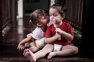 Bạn trẻ - Cuộc sống - Mê mẩn với cặp sinh đôi đẹp như thiên thần của diva Hồng Nhung