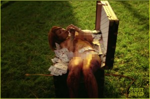 Rihanna khỏa thân 100% trong MV mới