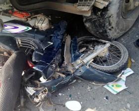Tin tức Việt Nam - Bị xe ben kéo lê, 3 thanh niên thương vong