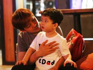 Vắng Trương Quỳnh Anh, Tim đảm đang chăm sóc con trai
