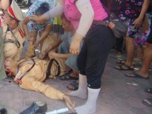 Tin tức trong ngày - Ra hiệu dừng xe chạy quá tốc độ, CSGT bị đâm bất tỉnh