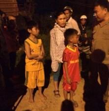 Tin tức Việt Nam - Bắt quả tang 2 trẻ em ném đá vào xe khách