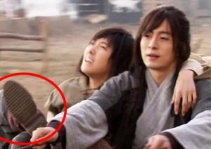 """Phim - Những """"hạt sạn"""" to đùng trong phim Hàn"""