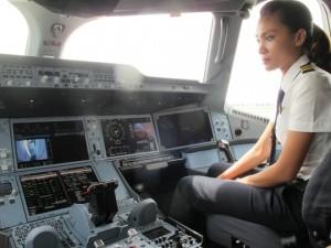 """Tin tức trong ngày - VNA chi hàng trăm tỉ đào tạo phi công lái """"siêu máy bay"""""""