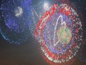 Tin học văn phòng - Xem video mô phỏng màn bắn pháo hoa cực đẹp mắt