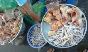 Thị trường - Tiêu dùng - Chân gà hôi thối giá 30.000 đồng/kg tràn lan trên thị trường