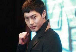 Kim Hyun Joong đòi bạn gái cũ bồi thường 23 tỉ đồng