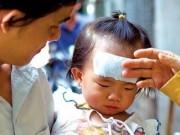 Bệnh trẻ em - Nguy hiểm khi sử dụng miếng dán hạ sốt sai cách