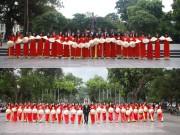 Bạn trẻ - Cuộc sống - Nữ sinh mặc áo dài cờ đỏ sao vàng chụp ảnh kỷ yếu