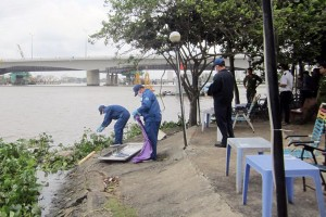 Tin tức Việt Nam - Đang hóng mát, bỏ chạy tán loạn khi phát hiện xác người