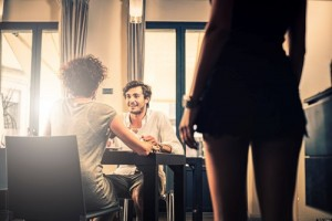 """Bạn trẻ - Cuộc sống - 5 dấu hiệu """"tố cáo"""" chồng bạn đang ngoại tình"""