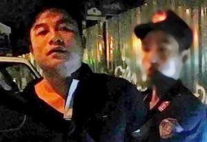 Tin tức trong ngày - Đi xe đầu trần đánh võng còn đấm vào mặt cảnh sát 141