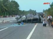 Video An ninh - Xe cứu thương bốc cháy sau va chạm xe máy, 2 người tử vong