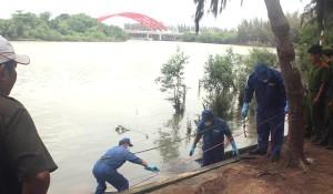Tin tức Việt Nam - Tìm cô gái nhảy cầu tự tử, phát hiện thêm xác người