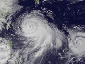 """Tin tức trong ngày - """"Bão chứng khoán"""" chưa ngớt, TQ sắp đón thêm siêu bão"""