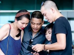 Chồng cũ ra sân bay tiễn cả nhà Kim Hiền đi Mỹ