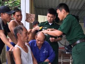 Tin tức Việt Nam - Chìm thuyền trên biển, 6 thuyền viên được cứu sống