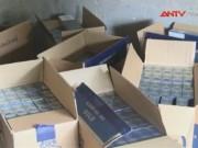 Thị trường - Tiêu dùng - Giấu 75.000 bao thuốc lá nhập lậu trong xe chở xăng dầu