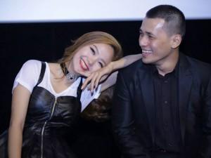 """Ngôi sao điện ảnh - Minh Hằng nhí nhảnh tựa vai """"trai đẹp"""""""