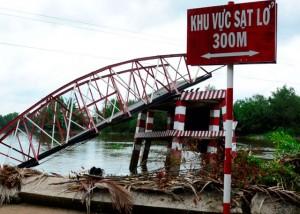 Tin tức trong ngày - Cận cảnh cây cầu sập trong đêm giữa TPHCM