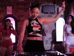 Ngôi sao điện ảnh - Tóc Tiên hóa nữ DJ sexy, tái xuất màn ảnh rộng