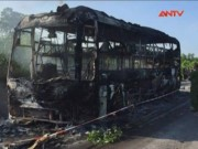 Tin tức trong ngày - Xe khách bốc cháy, 46 hành khách thoát chết trong gang tấc