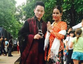Tùng Dương mặc đồ do em gái Trịnh Công Sơn thiết kế